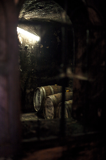 Whiskey「Old wooden barrels at a whisky distillery」:スマホ壁紙(5)