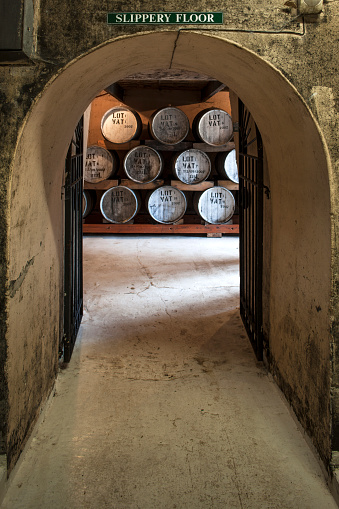 Whiskey「Old wooden barrels at a whisky distillery」:スマホ壁紙(7)