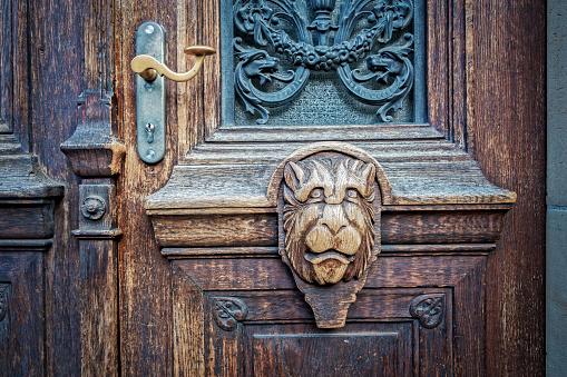 Art And Craft「Old wooden door」:スマホ壁紙(9)