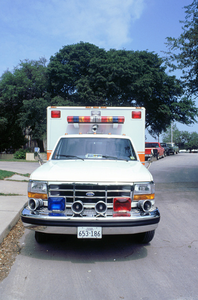 Front View「American Ford Ambulance 1994」:写真・画像(9)[壁紙.com]