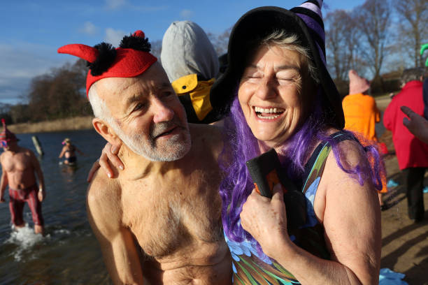 Adam Berry「Winter Swimmers Take A Dip On New Year's Day」:写真・画像(12)[壁紙.com]