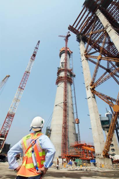 Pylon construction at Stonecutters Bridge in Hong Kong:ニュース(壁紙.com)