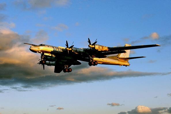 Air Force「Engels-2 Aircraft Military Base」:写真・画像(1)[壁紙.com]