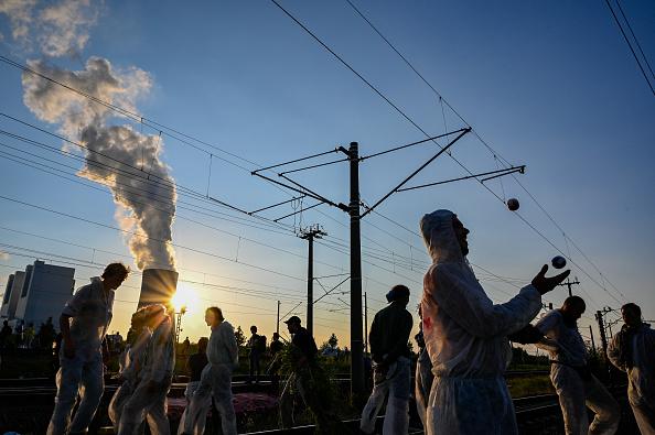 North Rhine Westphalia「Activists Seek To Blockade Garzweiler Coal Mine」:写真・画像(15)[壁紙.com]