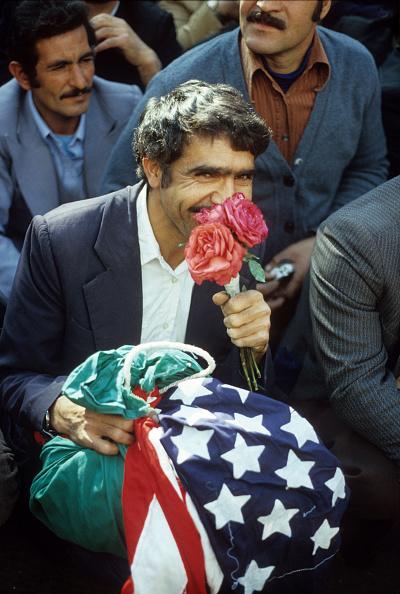 Smelling「Flag And Roses」:写真・画像(18)[壁紙.com]