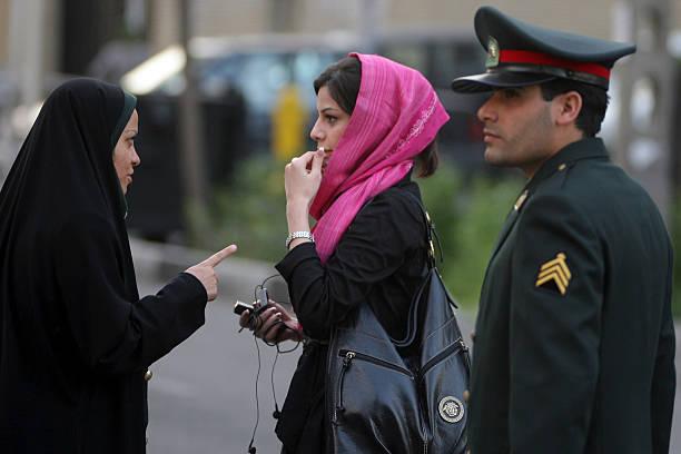 Police Enforce Women?s Islamic Dress Code:ニュース(壁紙.com)