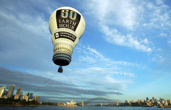 気球「Earth Hour Balloon Takes Flight Over Sydney」:写真・画像(0)[壁紙.com]