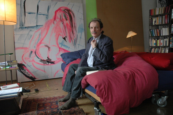 Artist「Austrian Artist Franz West In His Apartment. Vienna. 2006. Photograph.」:写真・画像(17)[壁紙.com]