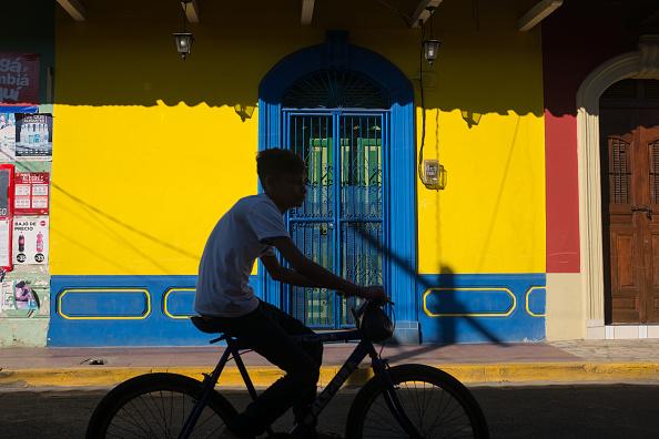 明るい色「Cyclist In Nicaragua」:写真・画像(16)[壁紙.com]
