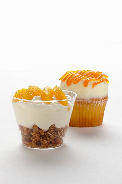 Granola yogurt fruit cup with cupcake:スマホ壁紙(壁紙.com)