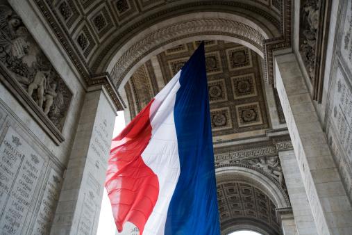 Arc de Triomphe - Paris「Monument with flag」:スマホ壁紙(16)