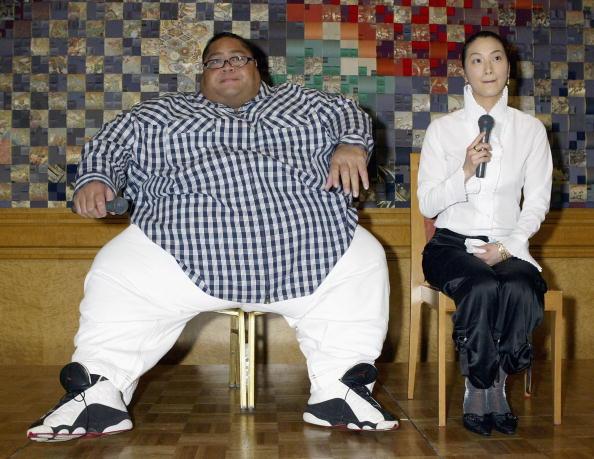 小錦「Former Sumo Wrestler Konishiki Registers His Marriage」:写真・画像(1)[壁紙.com]