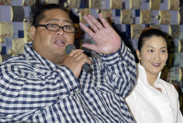 小錦「Former Sumo Wrestler Konishiki Registers His Marriage」:写真・画像(7)[壁紙.com]