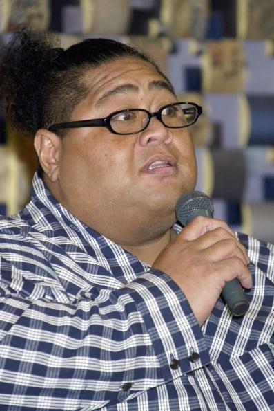 小錦「Former Sumo Wrestler Konishiki Registers His Marriage」:写真・画像(8)[壁紙.com]