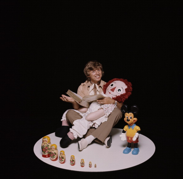 Mickey Mouse「Tommy Steele With Doll」:写真・画像(14)[壁紙.com]