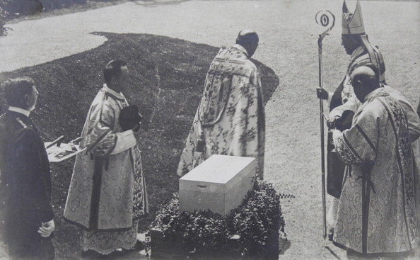 Consecration「Bishop At The Consecration Of A Keystone For A Building. 21Th June 1904. Photograph.」:写真・画像(8)[壁紙.com]