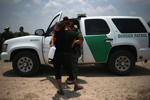 アメリカ合州国「U.S. Agents Take Undocumented Immigrants Into Custody Near Tex-Mex Border」:写真・画像(6)[壁紙.com]