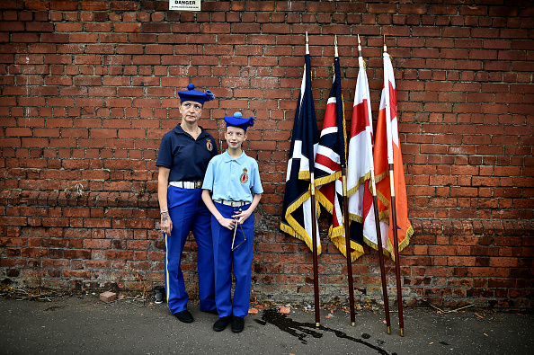 Two People「Twelfth Of July Demonstrations Take Place On The Streets Of Belfast」:写真・画像(4)[壁紙.com]