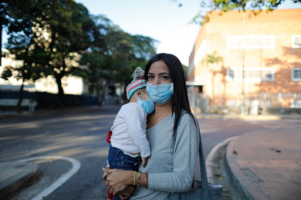Mother「Venezuela Declares Coronavirus Emergency」:写真・画像(6)[壁紙.com]
