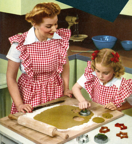 Cutting Board「Mother And Daughter Baking」:写真・画像(2)[壁紙.com]