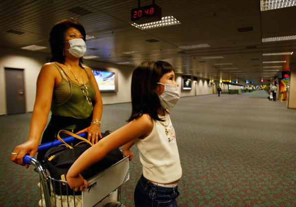 Dust「Passengers At Changi Airport In Singapore Protest Themselves Against SARS」:写真・画像(15)[壁紙.com]