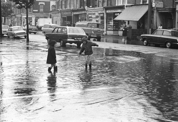 Torrential Rain「Flooded Street」:写真・画像(10)[壁紙.com]