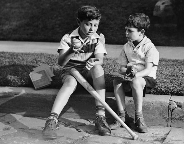 野球「Two boys playing baseball」:写真・画像(14)[壁紙.com]