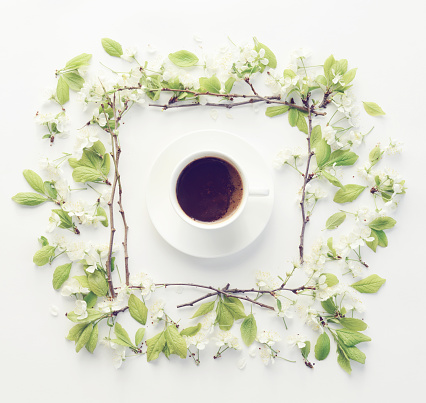 Twig「Flower and coffee, composition flatlay」:スマホ壁紙(14)