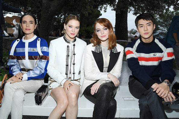 Emma Stone「Louis Vuitton 2019 Cruise Collection : Front Row」:写真・画像(5)[壁紙.com]