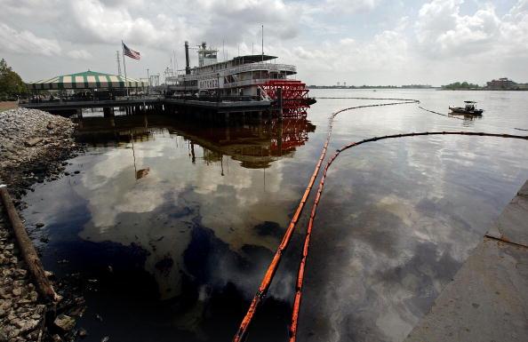 Water Pollution「Major Fuel Spill Disrupts Mississippi River Barge Traffic」:写真・画像(19)[壁紙.com]