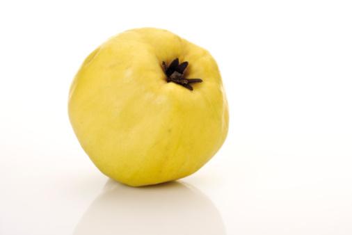 Quince「Single quince, (Cydonia oblonga),close-up」:スマホ壁紙(8)