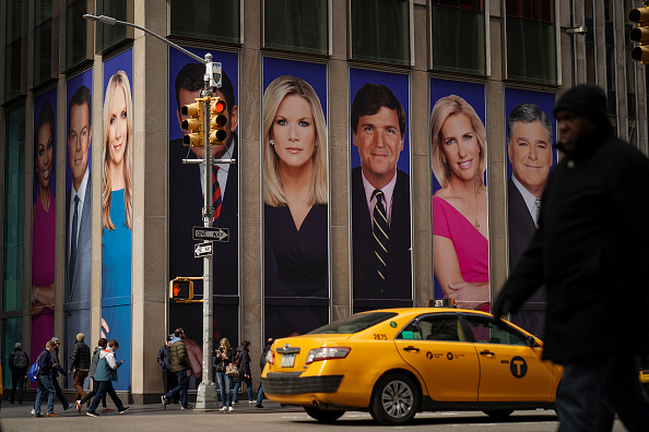 Drew Angerer「Protestors Call On Advertisers To Pull Their Ads From Fox News」:写真・画像(10)[壁紙.com]
