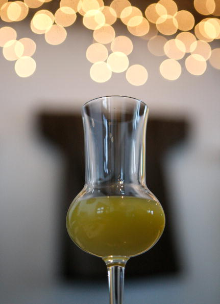 Crockery「U.S. Distillery BeginsTo Sell Absinthe For First Time Since 1912」:写真・画像(3)[壁紙.com]