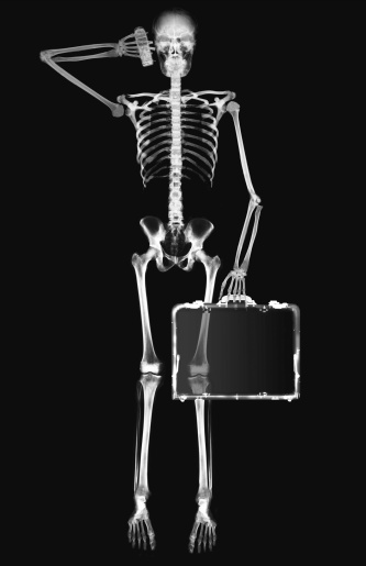 Briefcase「x-ray image of a person holding a briefcase and a mobile phone to the ear」:スマホ壁紙(11)