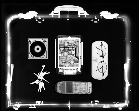 Briefcase「x-ray image of a briefcase carrying computer peripherals and utilities」:スマホ壁紙(13)