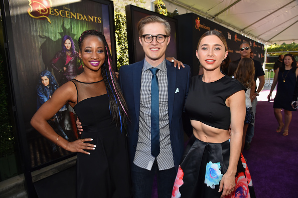 ルーカス グラビール「Premiere Of Disney's 'Descendants' - Red Carpet」:写真・画像(2)[壁紙.com]