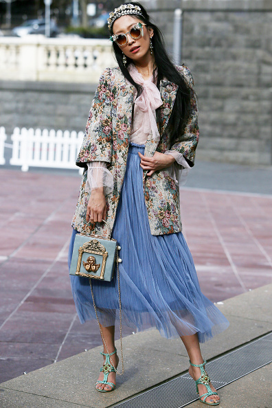 Blouse「Street Style - New Zealand Fashion Week 2019」:写真・画像(2)[壁紙.com]