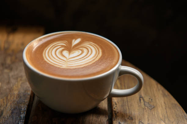 A cup of latte on wooden table:スマホ壁紙(壁紙.com)