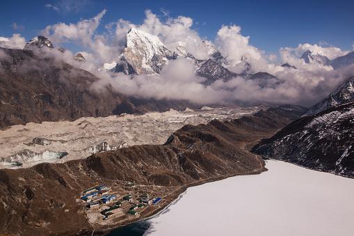 Khumbu「The view of Gokyo Village from Gokyo Ri, Everest Base Camp via Gokyo Trek, Nepal」:スマホ壁紙(17)