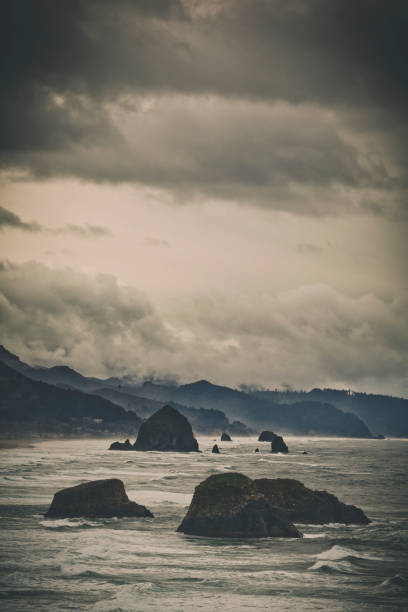 The view of the Oregon Coast and Cannon Beach from Ecola State Park:スマホ壁紙(壁紙.com)