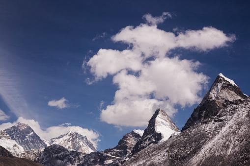 Khumbu「The view of Mt Everest, Lhotse and Lobuche Peak from Scoundrels Viewpoint, Everest Base Camp via Gokyo Trek, Nepal」:スマホ壁紙(0)