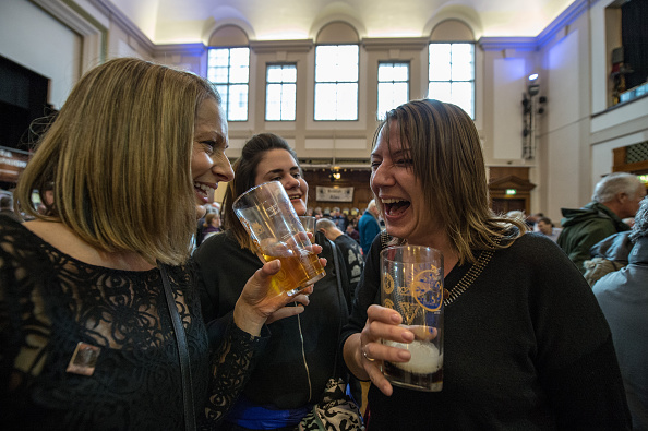 Laughing「Drinkers Visit The London Beer And Cider Festival」:写真・画像(11)[壁紙.com]
