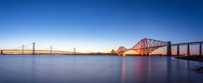 Fife - Scotland「UK, Scotland, Edinburgh, Forth Bridge and Queensferry Crossing Bridge at sunset」:スマホ壁紙(18)
