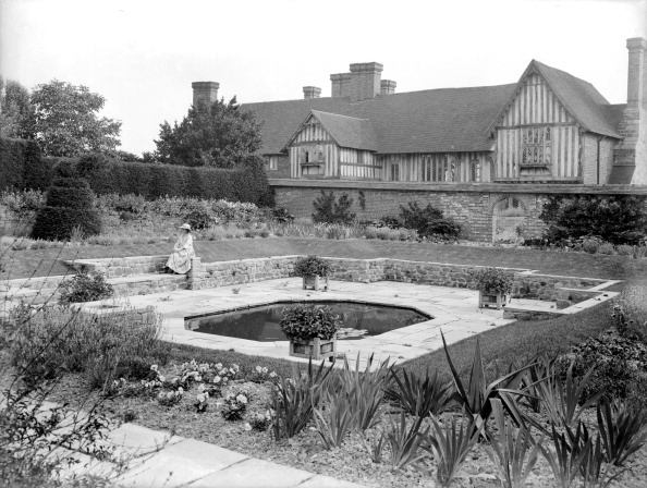 Ornamental Garden「Sunken garden, Great Dixter, Northiam, East Sussex, 1928. Artist: Nathaniel Lloyd」:写真・画像(19)[壁紙.com]
