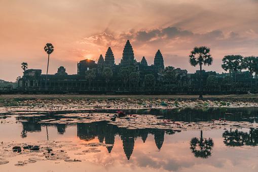 Hinduism「Angkor Wat at sunrise」:スマホ壁紙(17)
