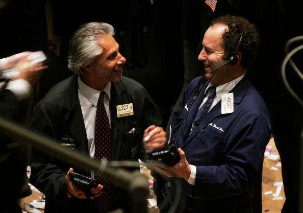 Dow Jones Industrial Average「Stocks Surge Amid Falling Oil Prices」:写真・画像(10)[壁紙.com]