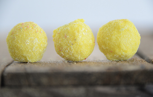 White Chocolate「Three white chocolate truffles in a row」:スマホ壁紙(19)