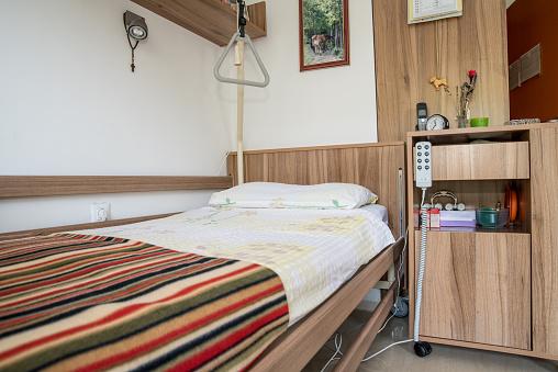 Nursing Home「Bedroom in a Nursing Care Home」:スマホ壁紙(7)
