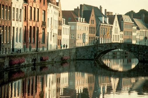 Belgium「Townhouses and Arched Bridge」:スマホ壁紙(5)
