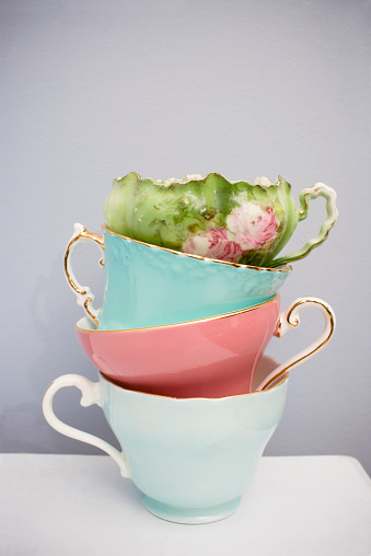 Porcelain「Stack of four fine delicate China teacups」:スマホ壁紙(13)